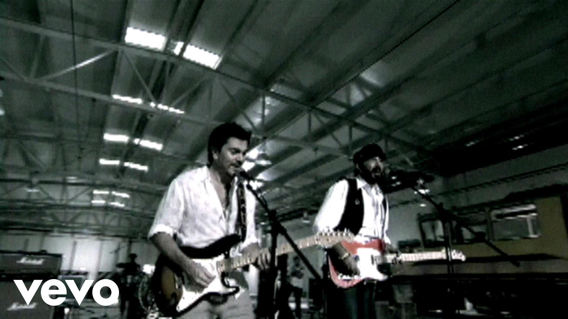 Juan Luis Guerra – La Calle feat. Juanes