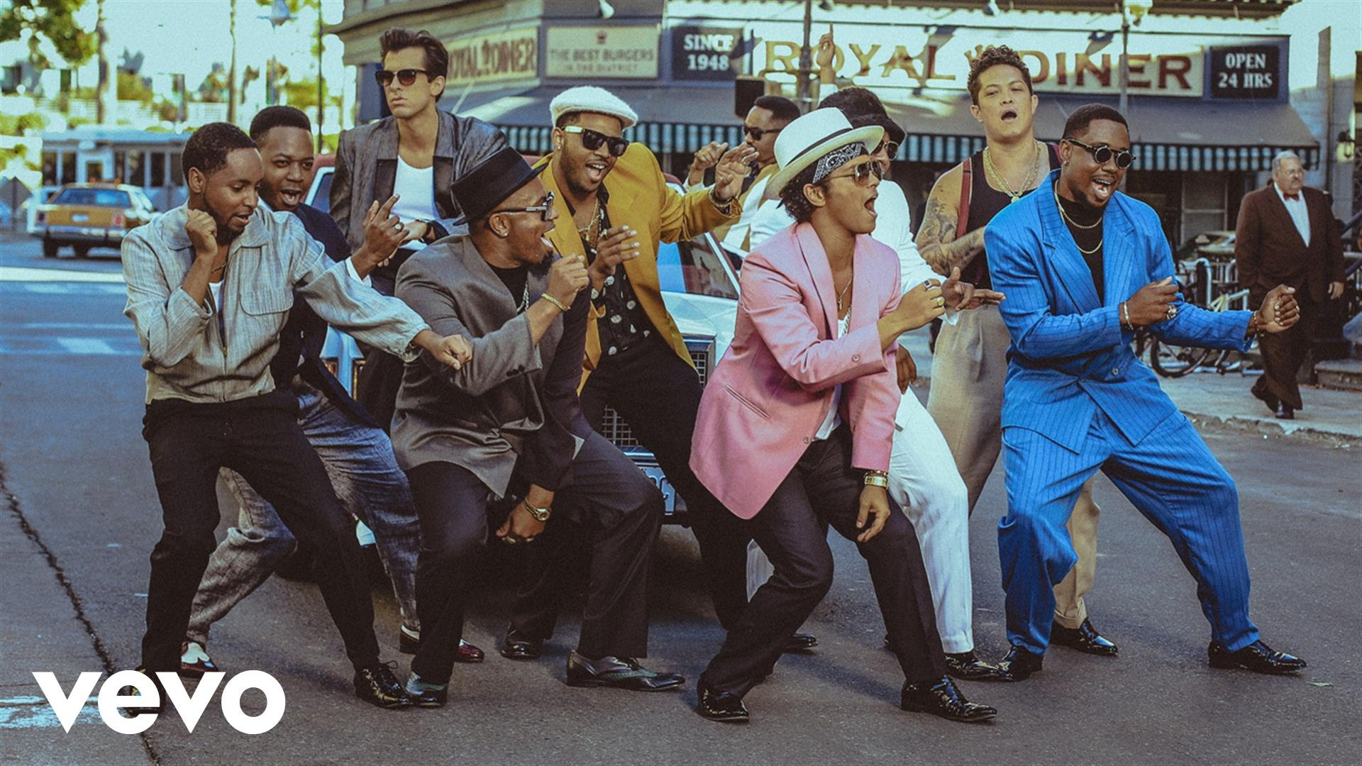 Mark Ronson – Uptown Funk ft. Bruno Mars