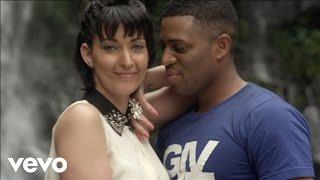 Axel Tony et Sheryfa Luna – Sensualité