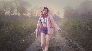 Tessa Violet – Not Over You (clip et paroles)