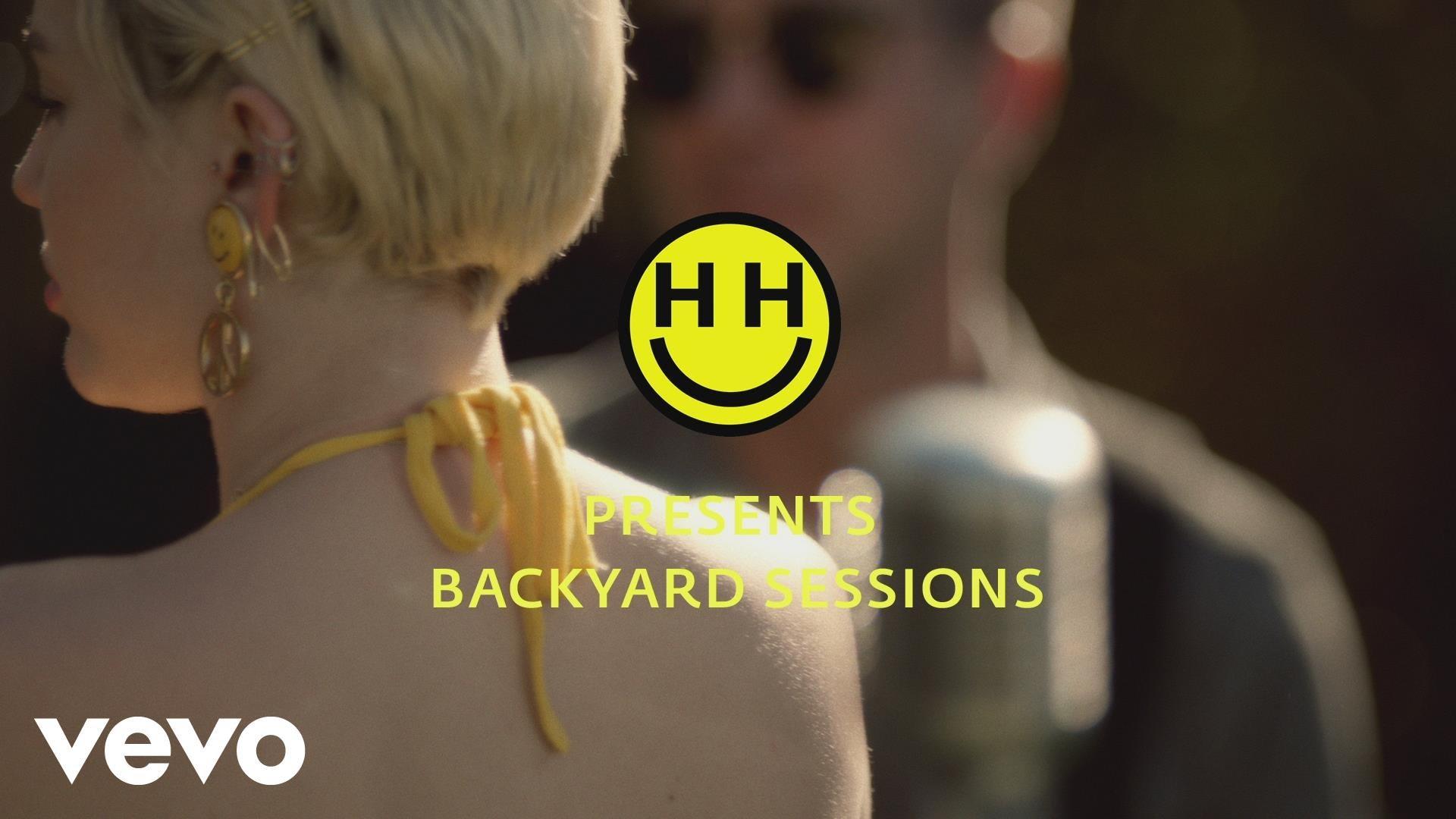 Miley Cyrus – No Freedom (Backyard Sessions)