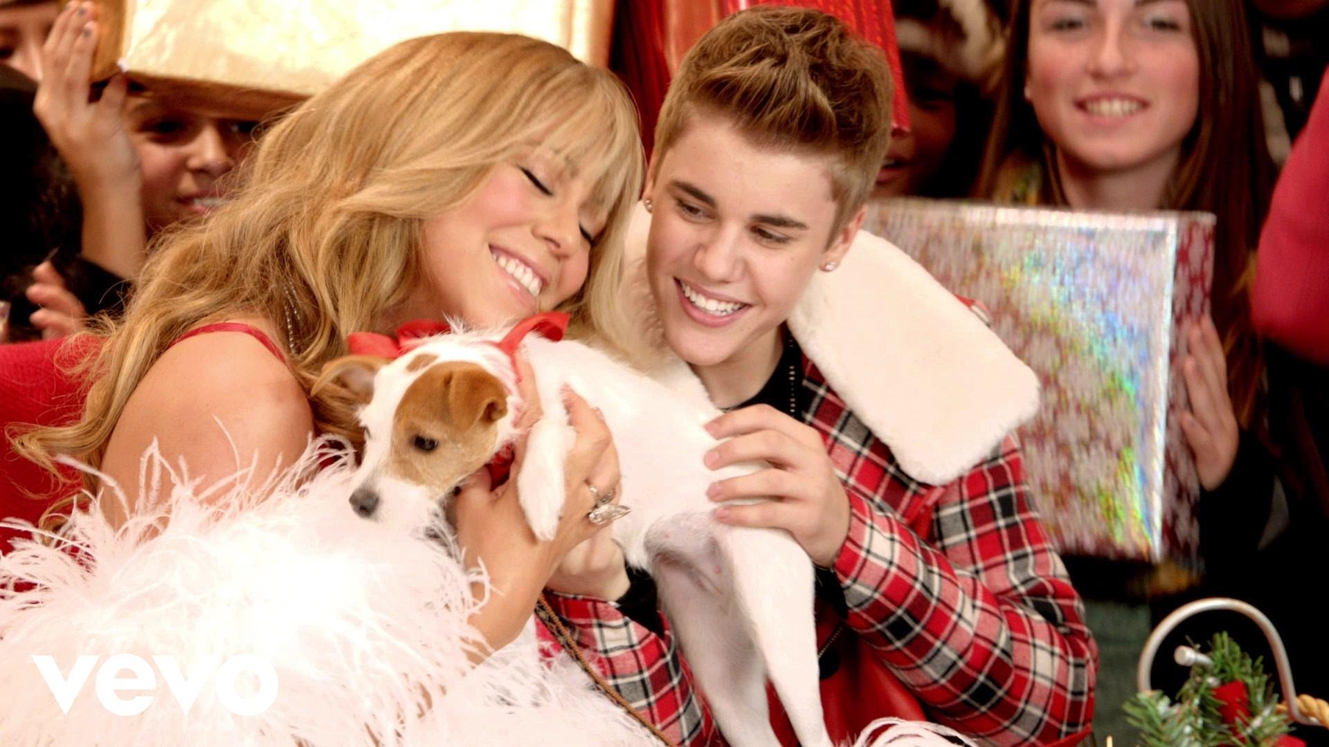 Mariah Carey & Justin Bieber – All I Want For Christmas Is You (SuperFestive!)