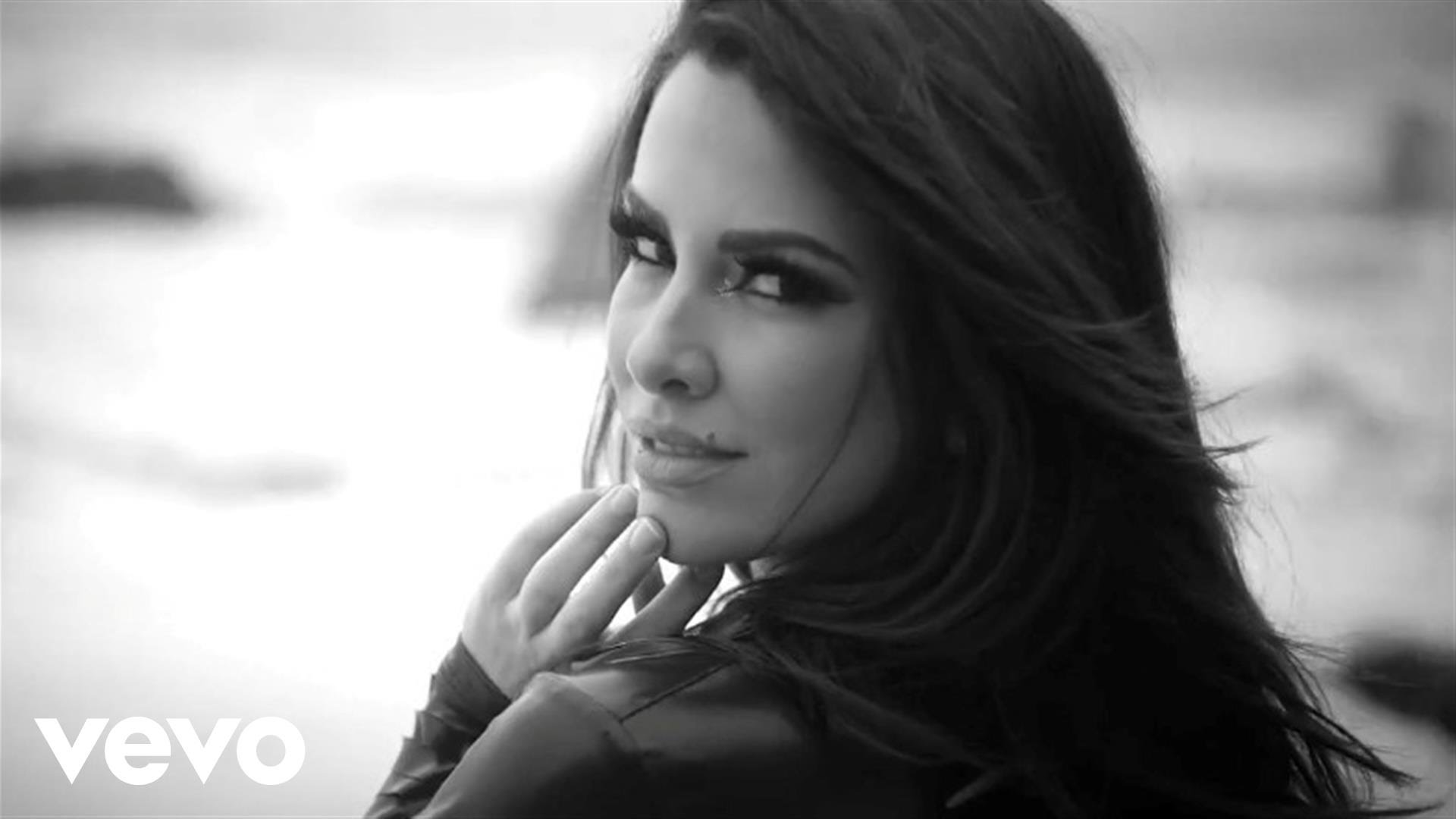 Nayer – Suave (Kiss Me) ft. Pitbull & Mohombi